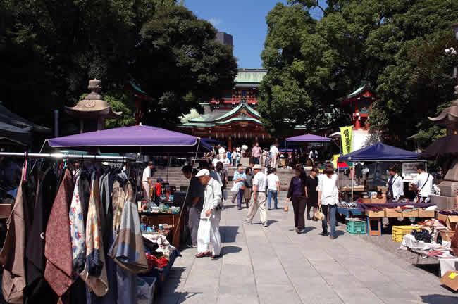 富岡八幡宮骨董市は、平成6年に始まり、下町の骨董市として 皆さまに親し... 富岡八幡宮骨董市